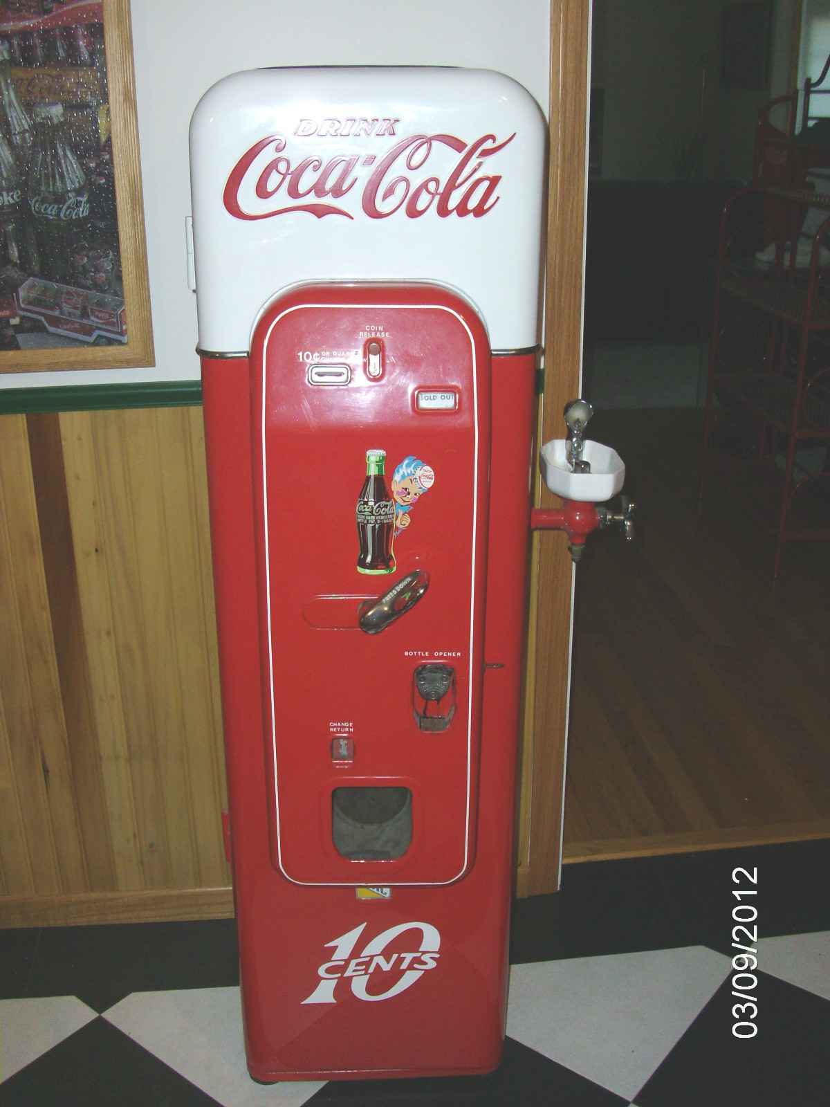 coke machine vintage. Black Bedroom Furniture Sets. Home Design Ideas