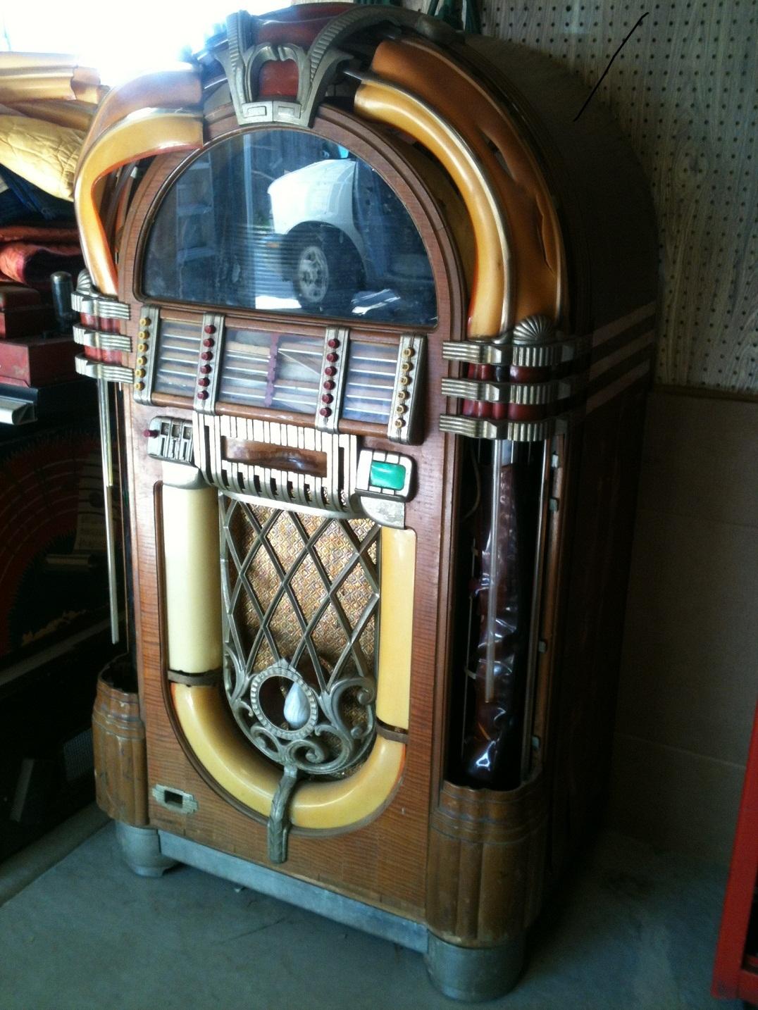 Wurlitzer 1015 The Bubbler Jukebox 1947 | Greatest Collectibles