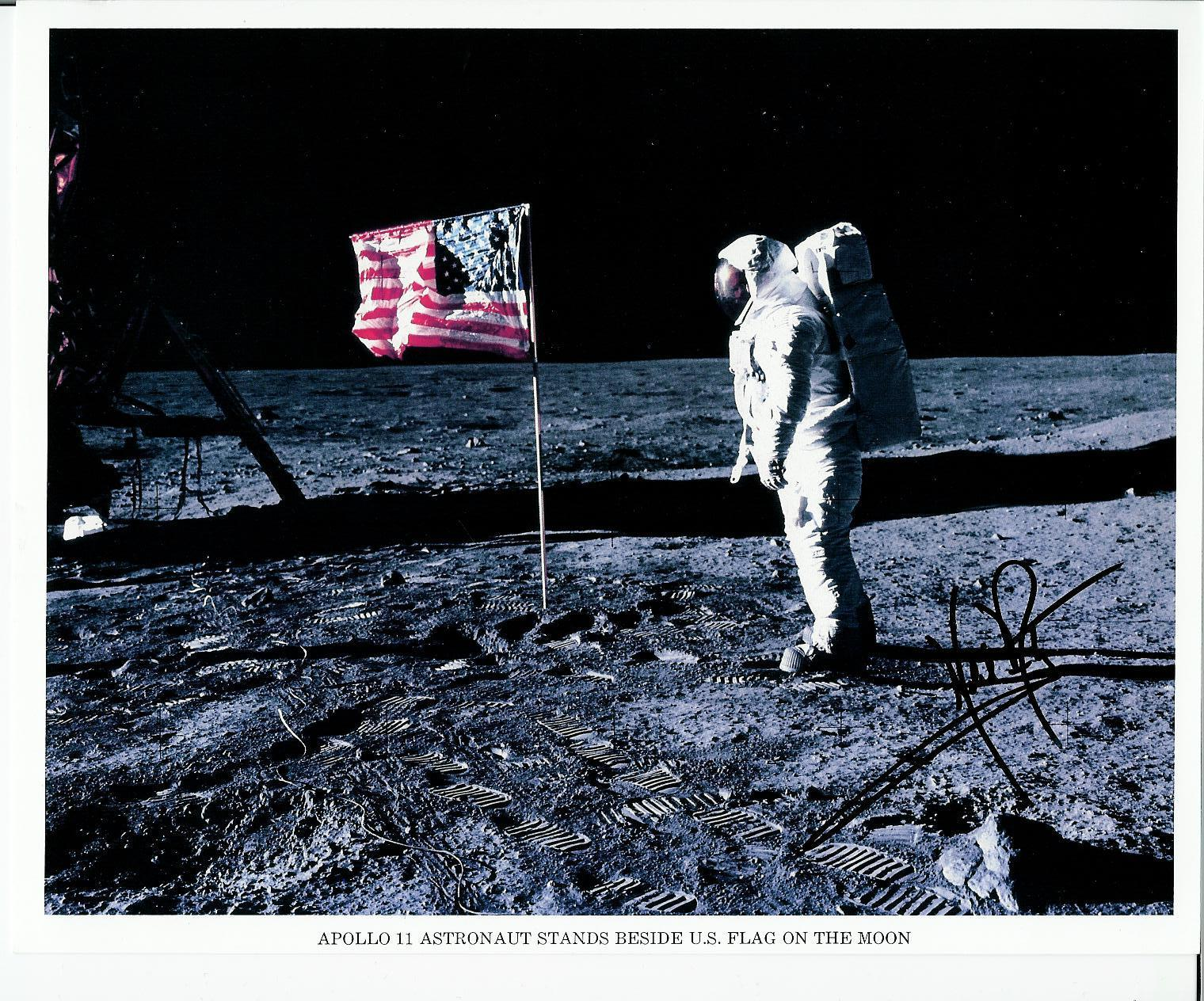 neil armstrong was left handed - photo #16