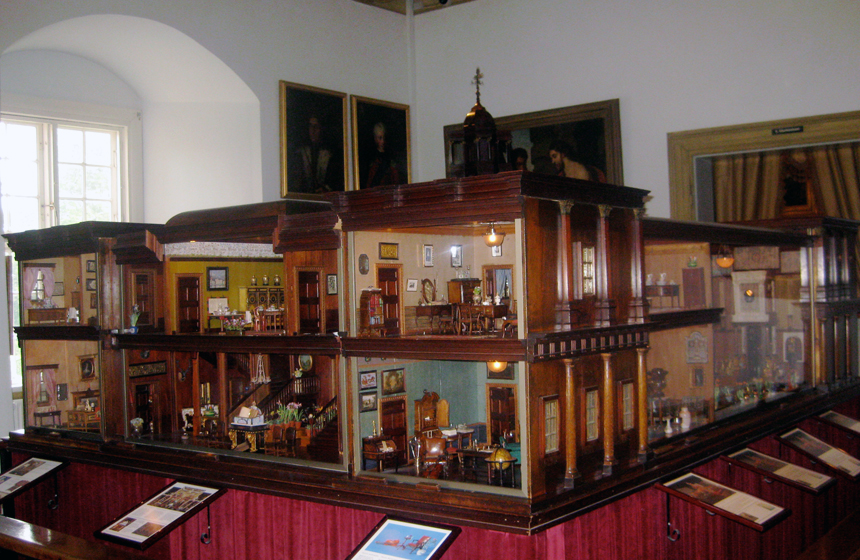 10 most expensive dollhouses